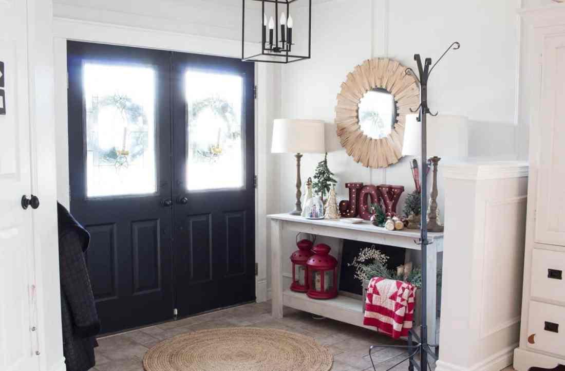 farmhouse-entryway-white-black-wood