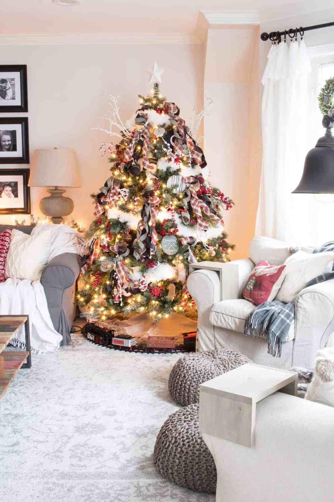 nostalgic-farmhouse-Christmas-tree