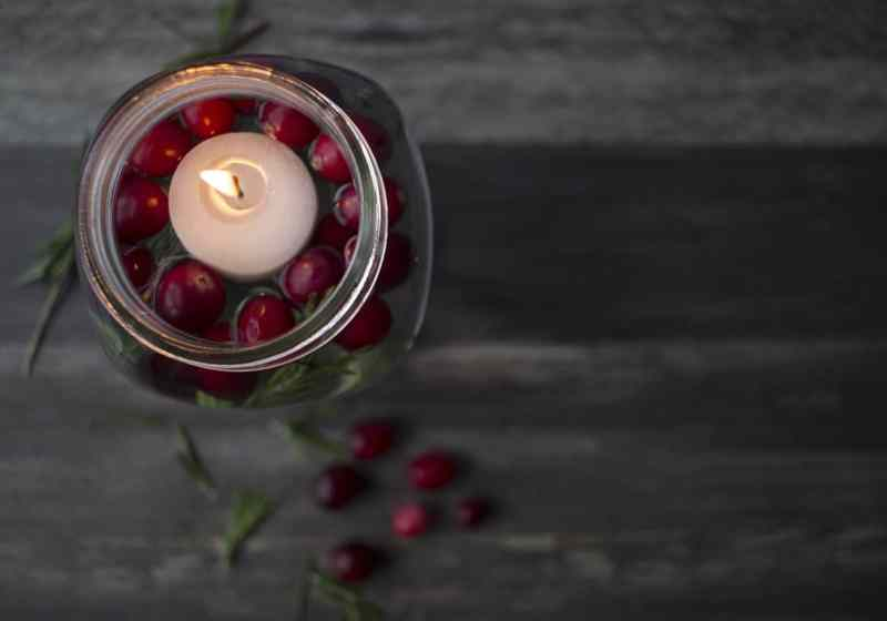 Make These Quick & Easy Floating Candles for Your Christmas Centerpiece