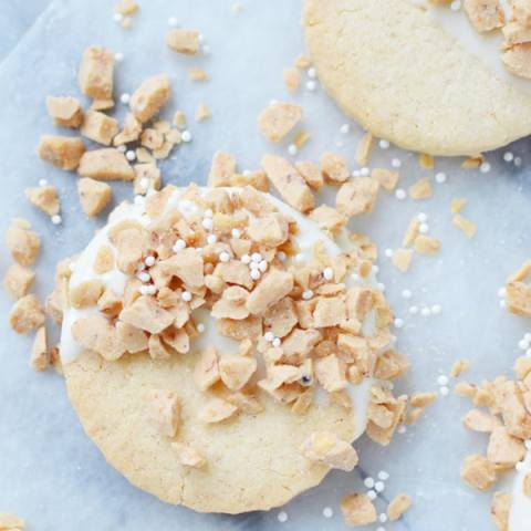Gluten free white chocolate and toffee shortbread cookies