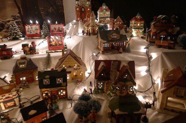 Homemade Parties Christmas House14