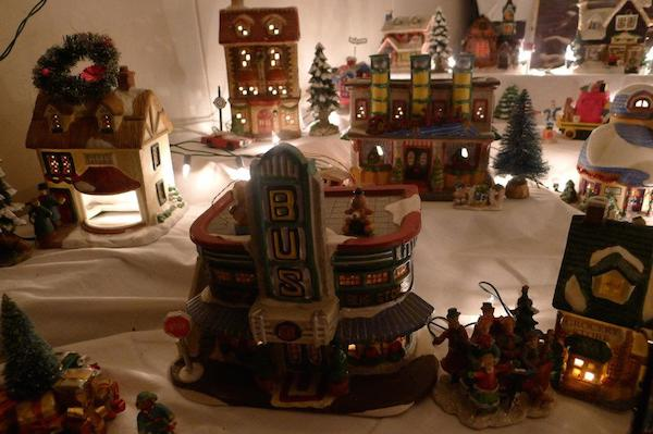 Homemade Parties Christmas House29