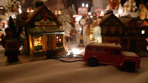 Homemade Parties Christmas House38