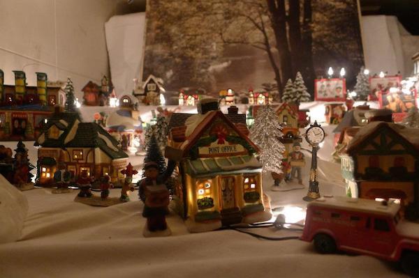 Homemade Parties Christmas House42