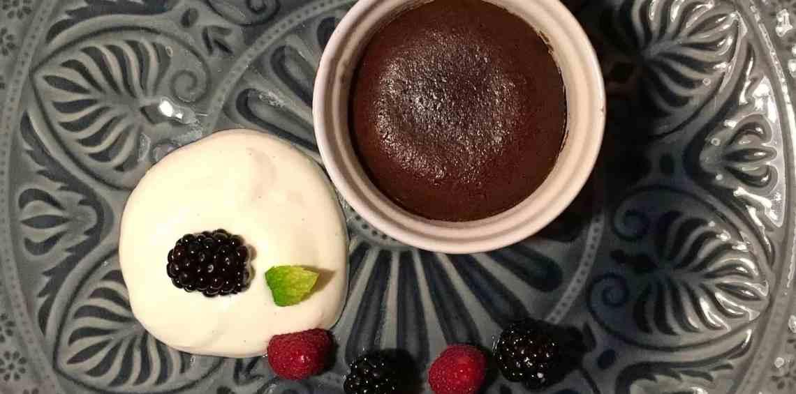 Schokoladenküchlein mit Vanillericotta und Beeren