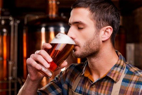 Cerveja realmente engorda e dá barriga?