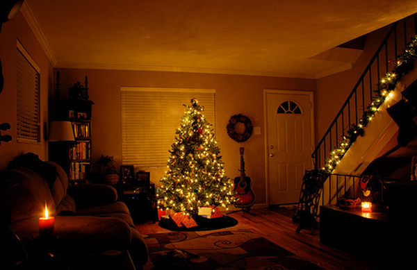 Awesome And Beautiful Christmas Tree With Fireplace Ornaments