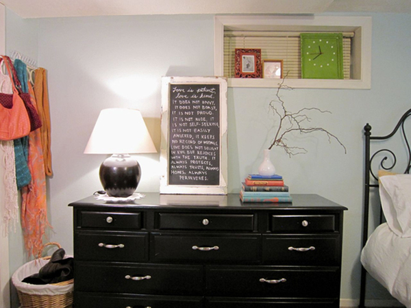 small-bedroom-with-dressers