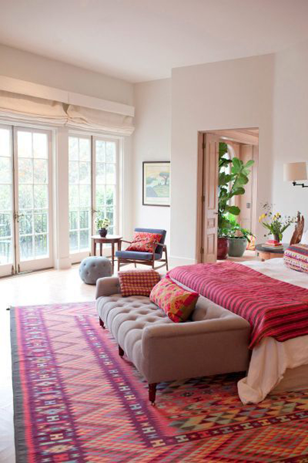 Having a small space may include more storage challenges, but that doesn't mean you can't enjoy a beautiful space. bright-bohemian-bedrooms   HomeMydesign