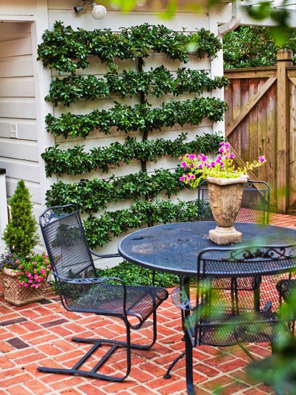 20 Lovely Backyard Ideas With Narrow Space | HomeMydesign on Narrow Yard Ideas  id=79250
