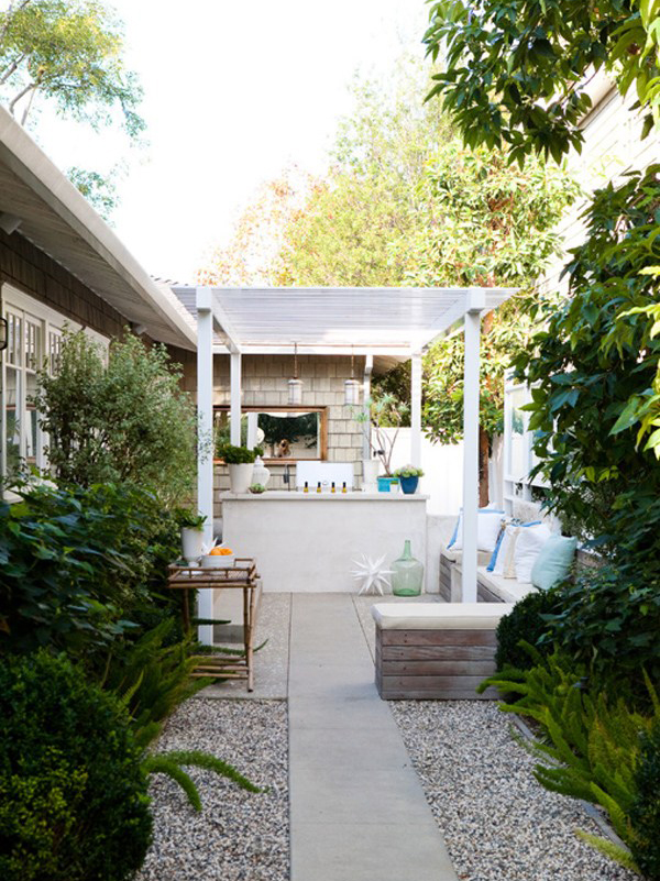 20 Lovely Backyard Ideas With Narrow Space | Home Design ... on Narrow Yard Ideas  id=12904
