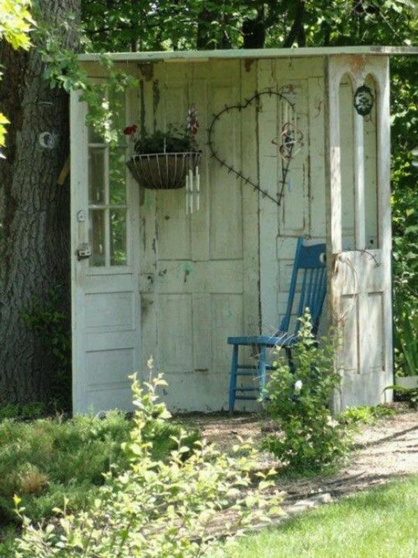 20 Outdoor Reading Nooks With The Secret Garden | HomeMydesign on Backyard Nook Ideas id=27649