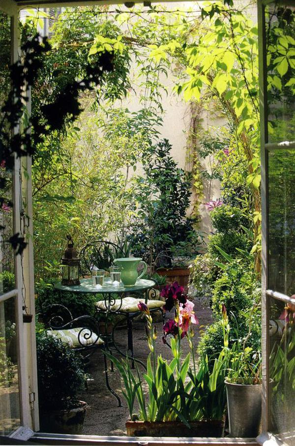 20 Outdoor Reading Nooks With The Secret Garden | HomeMydesign on Backyard Nook Ideas id=89146