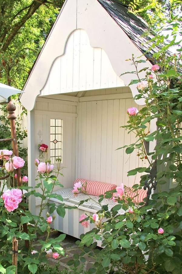 20 Outdoor Reading Nooks With The Secret Garden | HomeMydesign on Backyard Nook Ideas id=46807