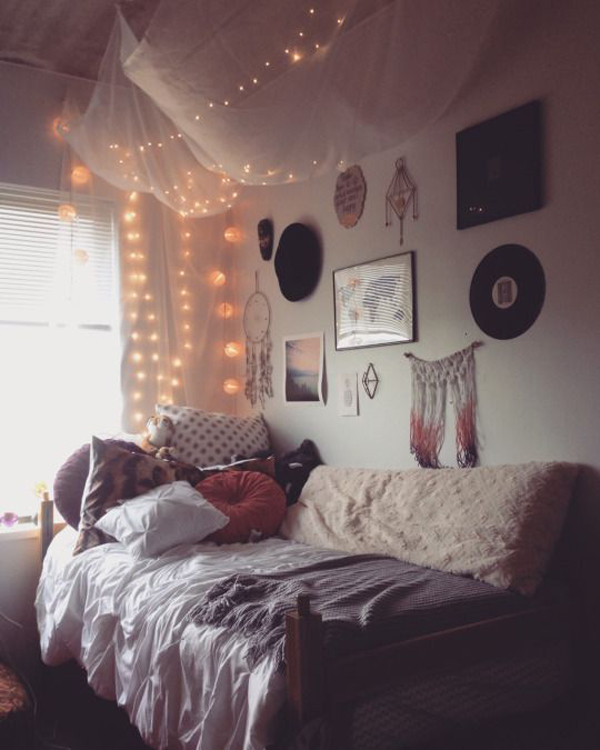 25 Super Cozy Rooms For Your Daydreaming   Home Design And ... on Cozy Teenage Room Decor  id=18006