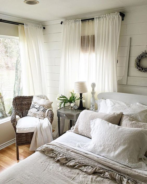 25 Cozy And Stylish Farmhouse Bedroom Ideas | HomeMydesign on Master Bedroom Curtains  id=44657
