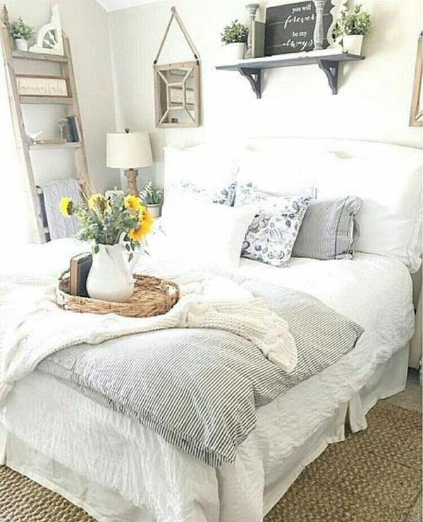 25 Cozy And Stylish Farmhouse Bedroom Ideas   HomeMydesign on Bedroom Farmhouse Decor  id=13097