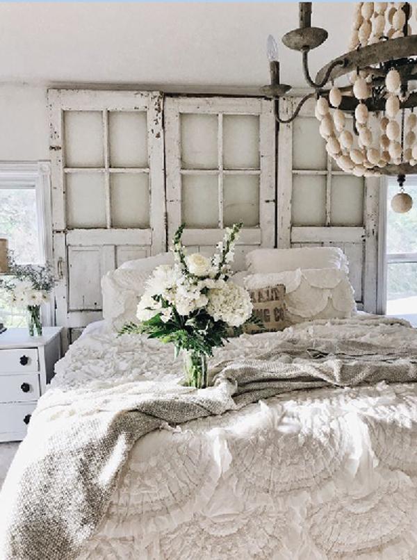25 Cozy And Stylish Farmhouse Bedroom Ideas   HomeMydesign on Bedroom Farmhouse Decor  id=70856