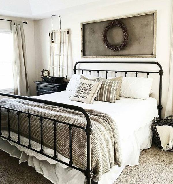 25 Cozy And Stylish Farmhouse Bedroom Ideas   HomeMydesign on Master Bedroom Farmhouse Bedroom Images  id=35068
