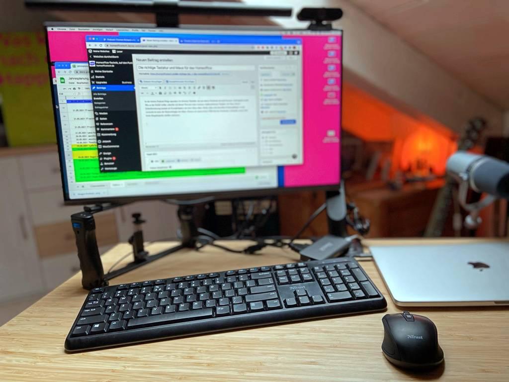 Die Trust Tastatur-Maus-Kombi gibt auf meinem Schreibtisch eine gute Figur ab