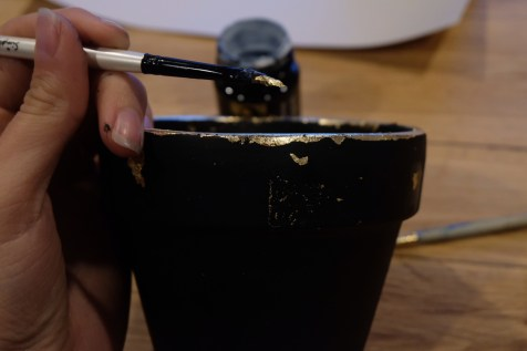 Seal the metal foil. For an extra distressed look, add some small pieces of left over foil to the pot with seal.
