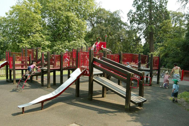 childrens_play_area_in_oaklands_park_(o)_large