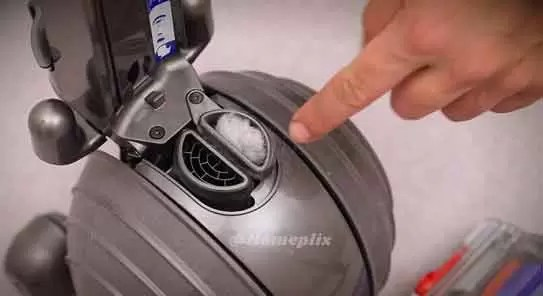 how-to-remove-dyson-blockage