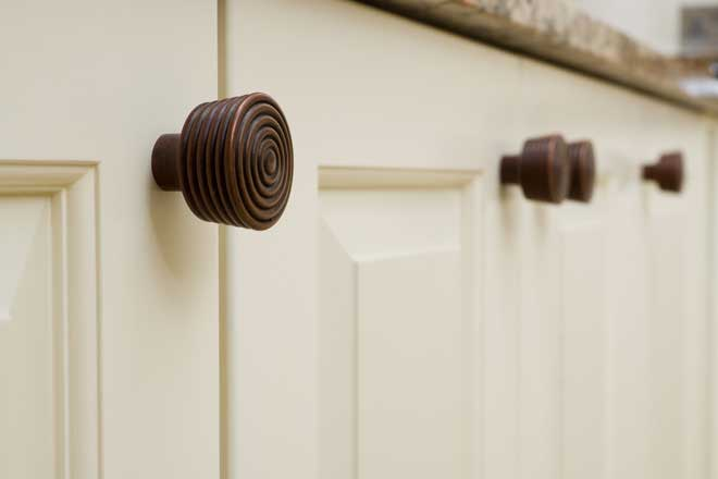 Contemporary Kitchen Cabinet Door Knobs