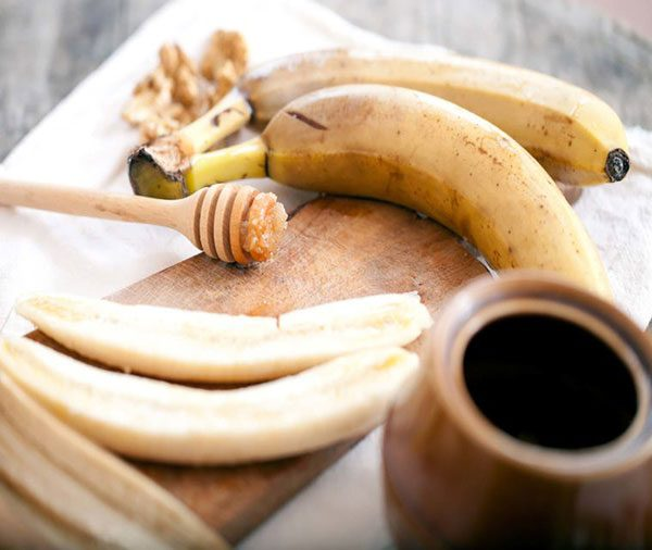 Banana mask uses to repair curly hair