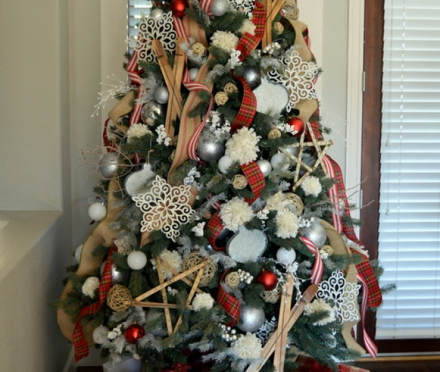 A Rustic And Cozy Farmhouse Style Christmas Tree From Homereme Srx Com