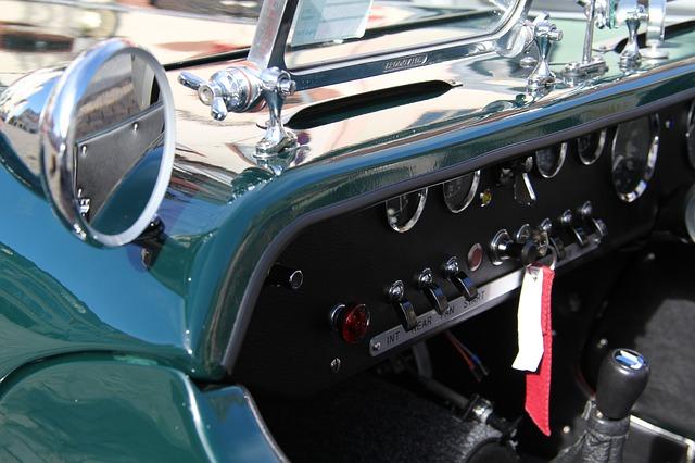 rear-mirror-424213_640
