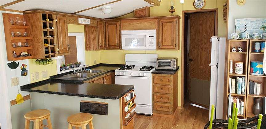 jim-cross-realtor-3-white-lanes-grand-isle-kitchen