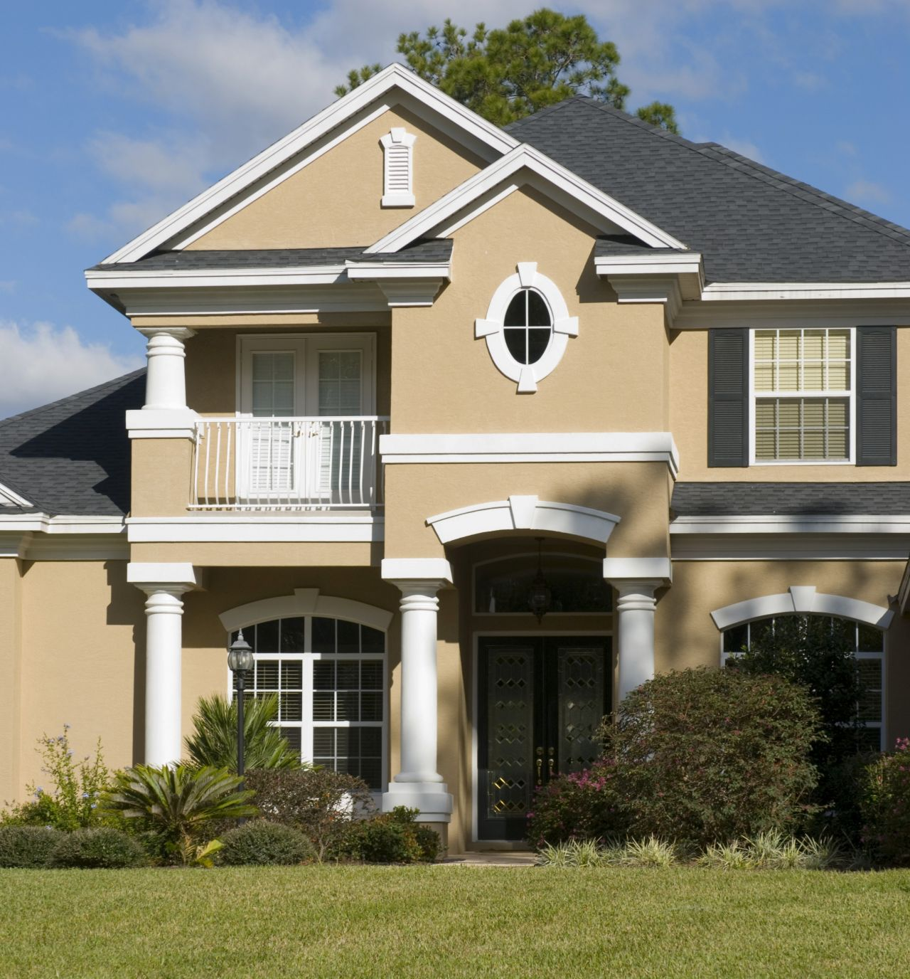 Exterior Paint Schemes And Consider Your Surroundings ... on House Painting Ideas  id=81306