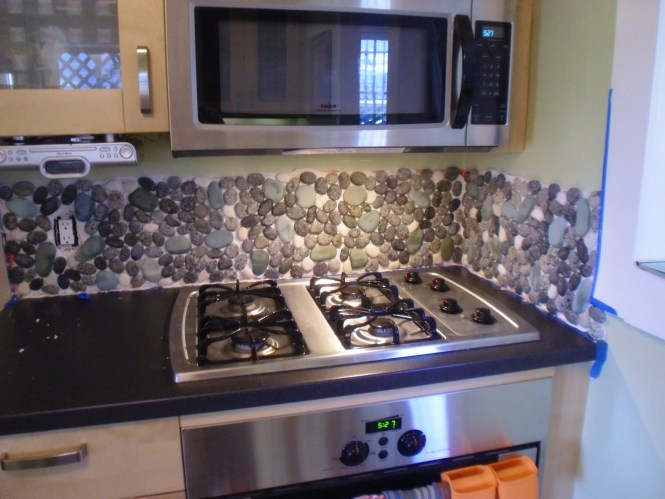 kitchen backsplash river rocks - kitchen design