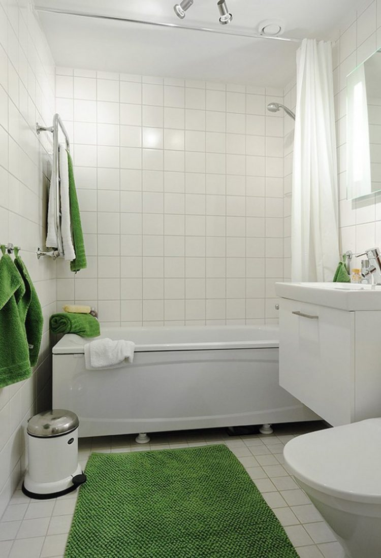 Soaking Tubs for Small Bathrooms | HomesFeed on Small Space Small Bathroom Ideas With Tub id=60554