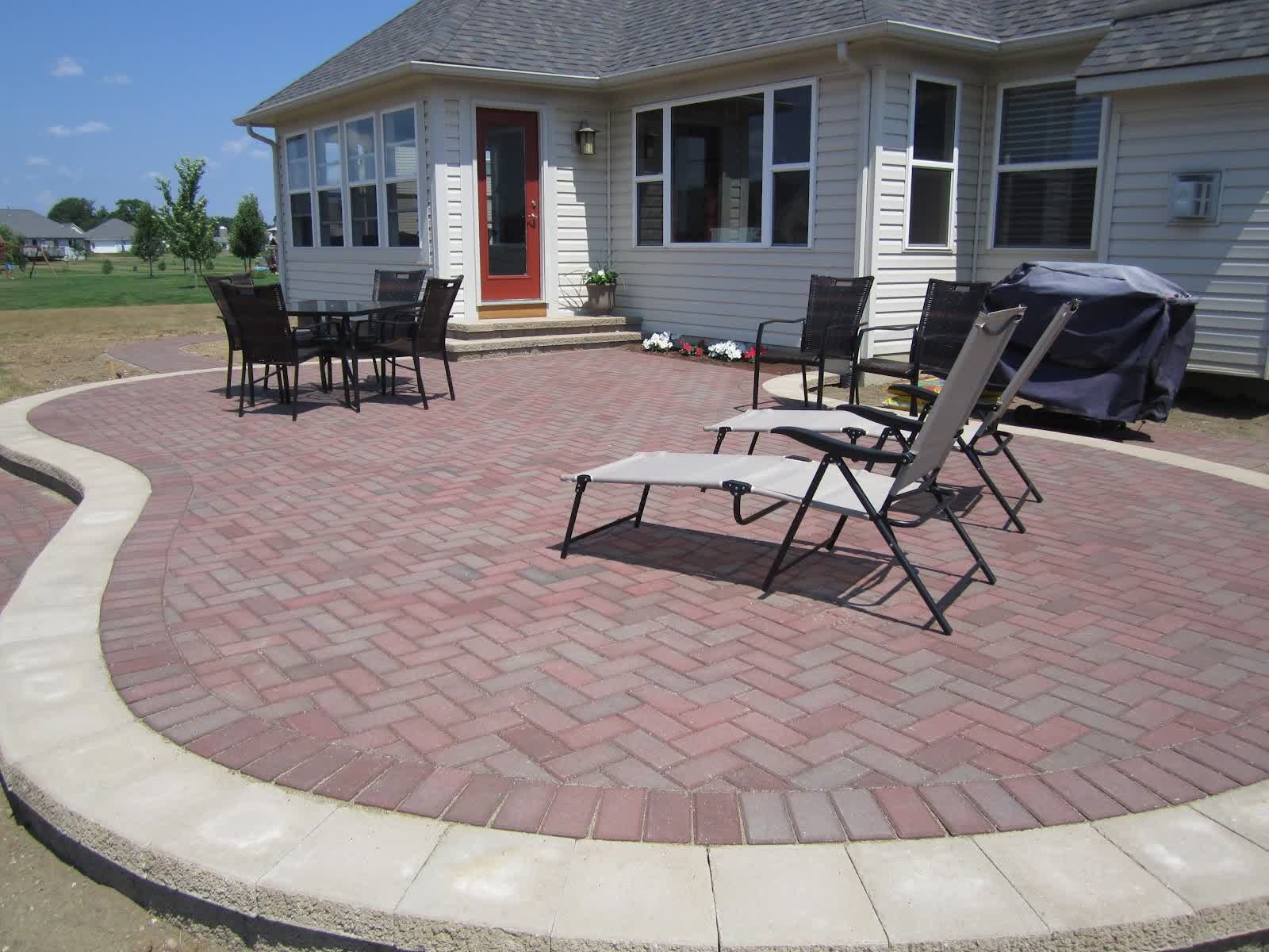 Build Contended and Stunning Patio and Pathways with Best ... on Patio Shape Designs id=29147