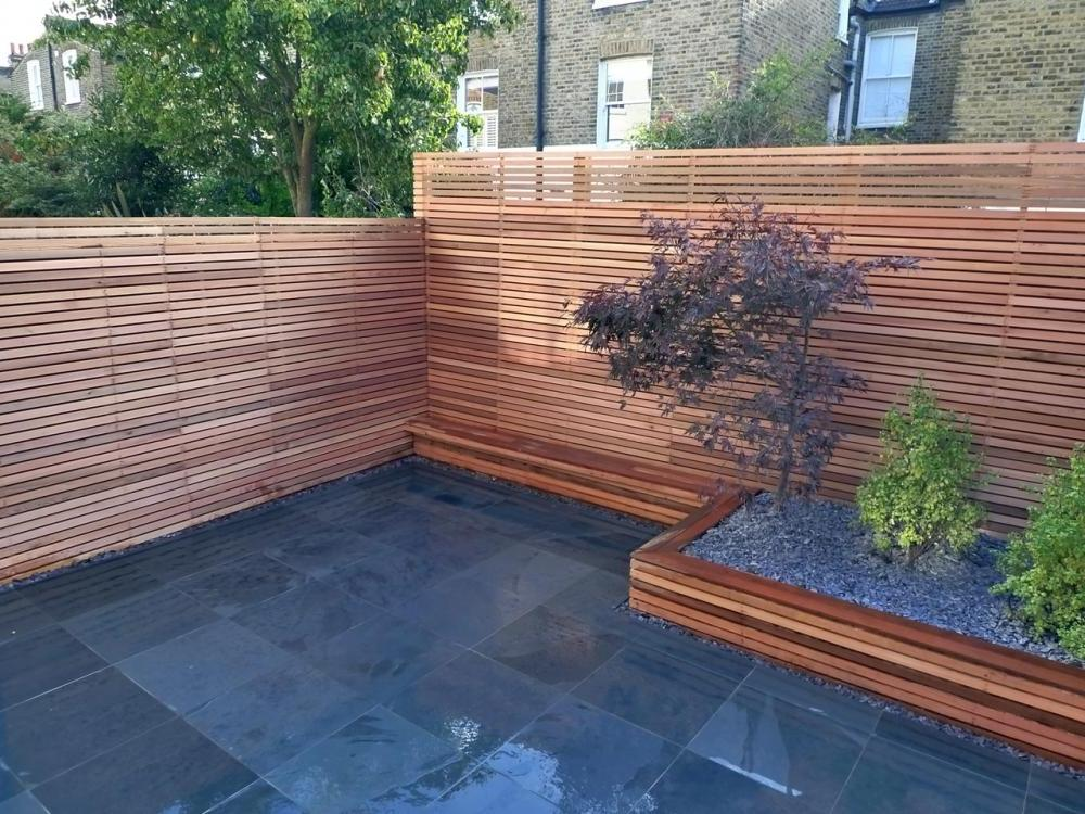 Backyard Fencing Ideas for Your Beautifull Garden | HomesFeed on Backyard Wooden Fence Decorating Ideas id=53673
