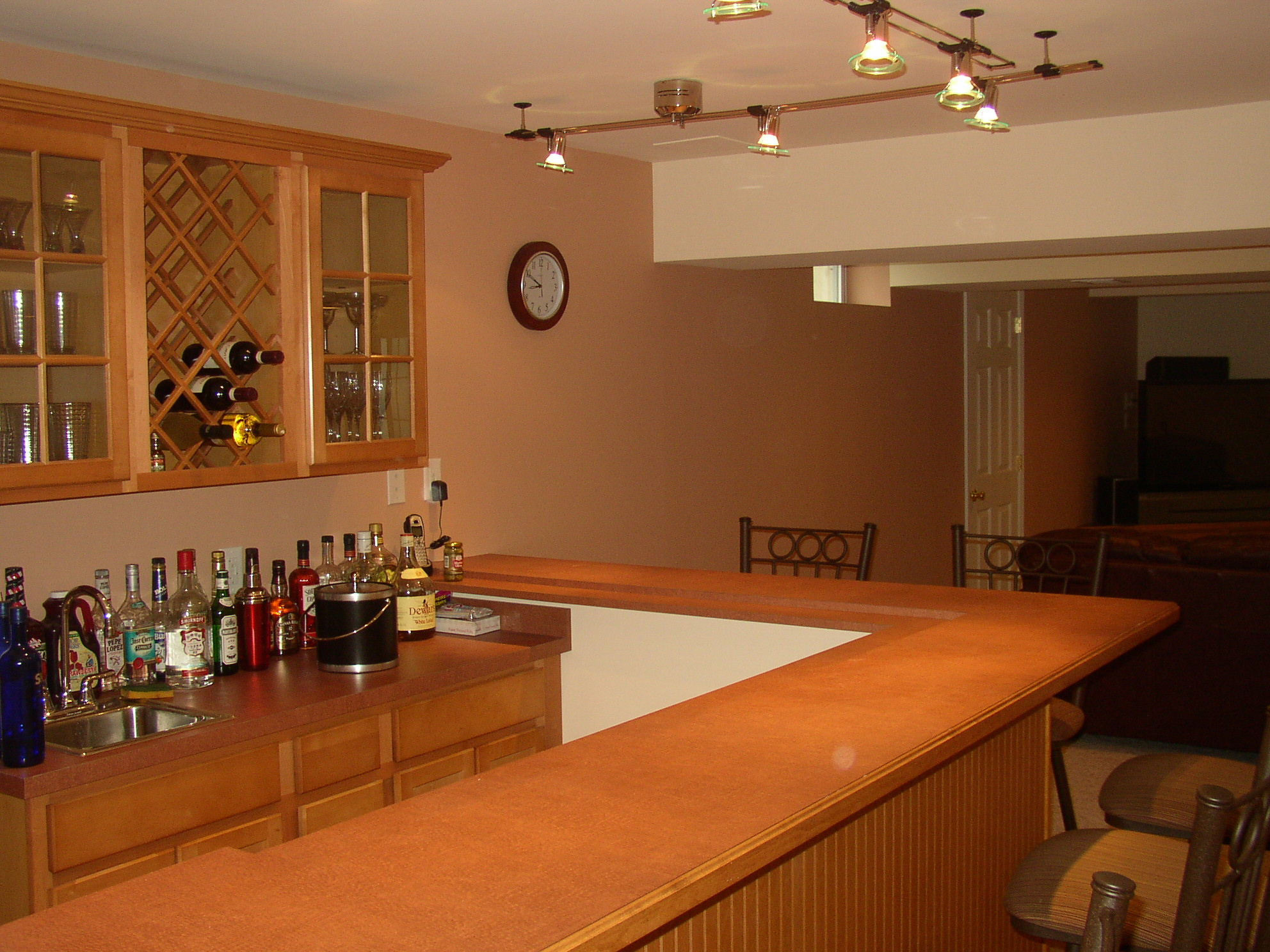 Presenting Awesome Decoration In Basement Wet Bar - HomesFeed on Small Wet Bar In Basement  id=29414