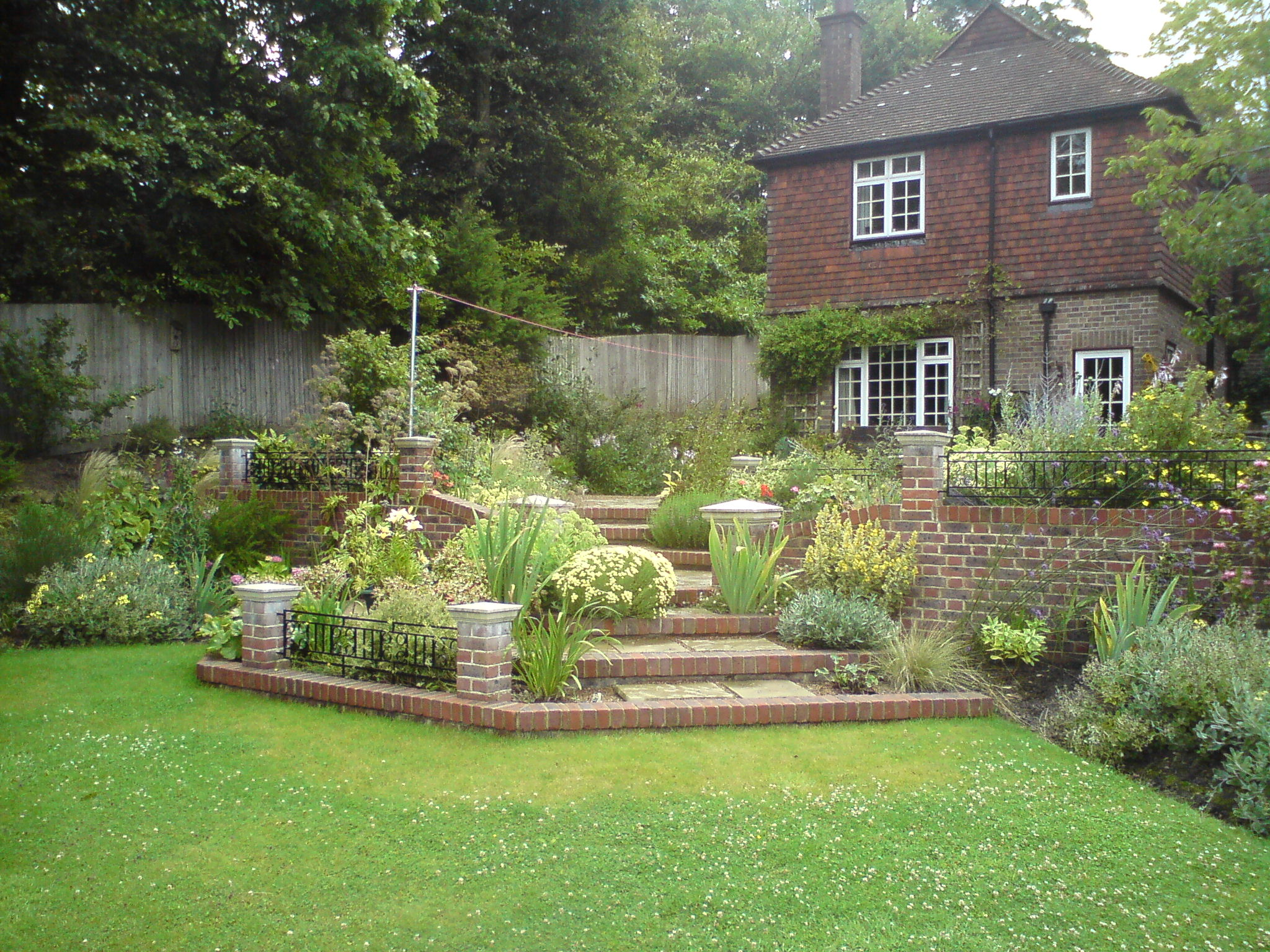 Better Homes and Gardens Landscape Styles - HomesFeed on Landscaping And Patios id=85876