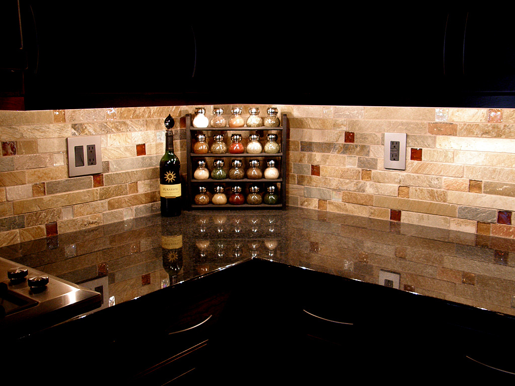 Rustic Backsplash Ideas | HomesFeed on Backsplash For Dark Countertops  id=77110