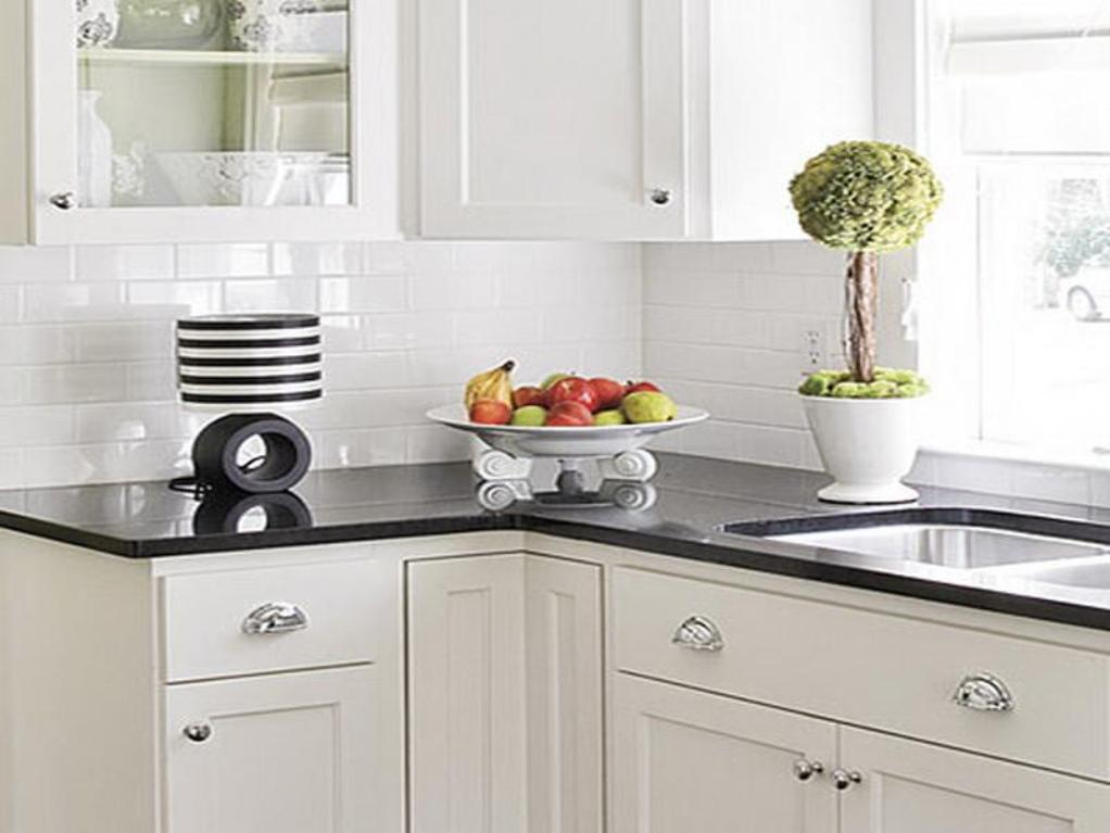 White Kitchen Backsplash Ideas - HomesFeed on Countertops Backsplash Ideas  id=69379