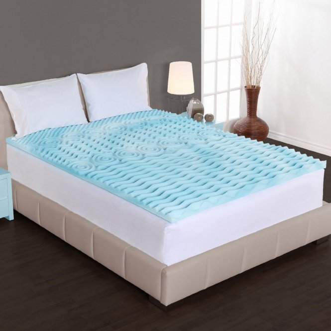 Cooling Mattress Pad For Tempurpedic In Bedroom With Table Lamp And Dark Hardwood Floor