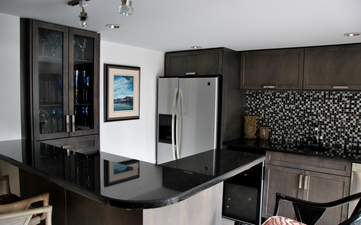 Gorgeous Inspiring Images of Granite Countertops - HomesFeed on Black Granite Countertops With Brown Cabinets  id=47809