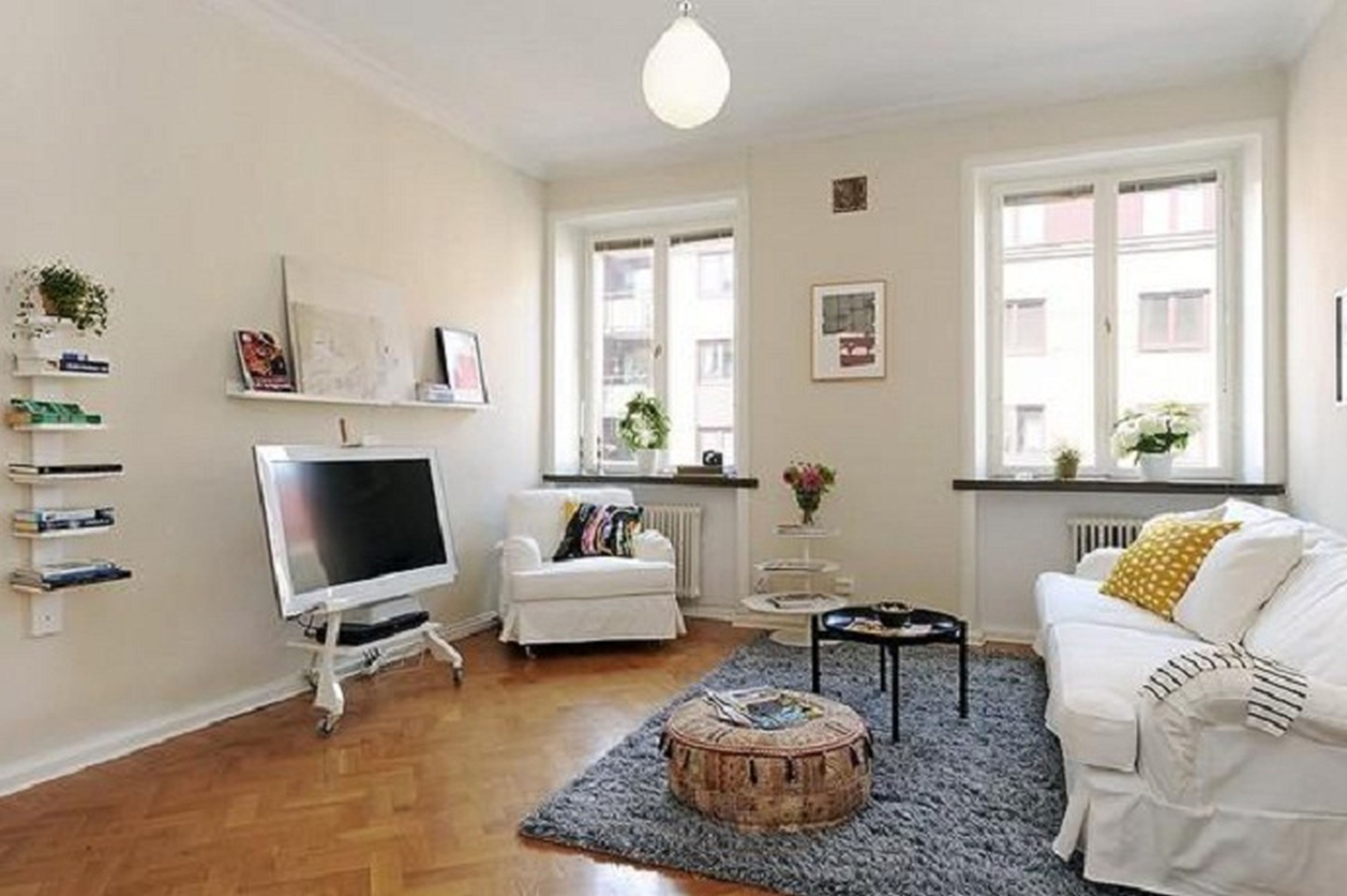 Apartment With Small Living Room Design - HomesFeed on Awesome Apartment Budget Apartment Living Room Ideas  id=96912