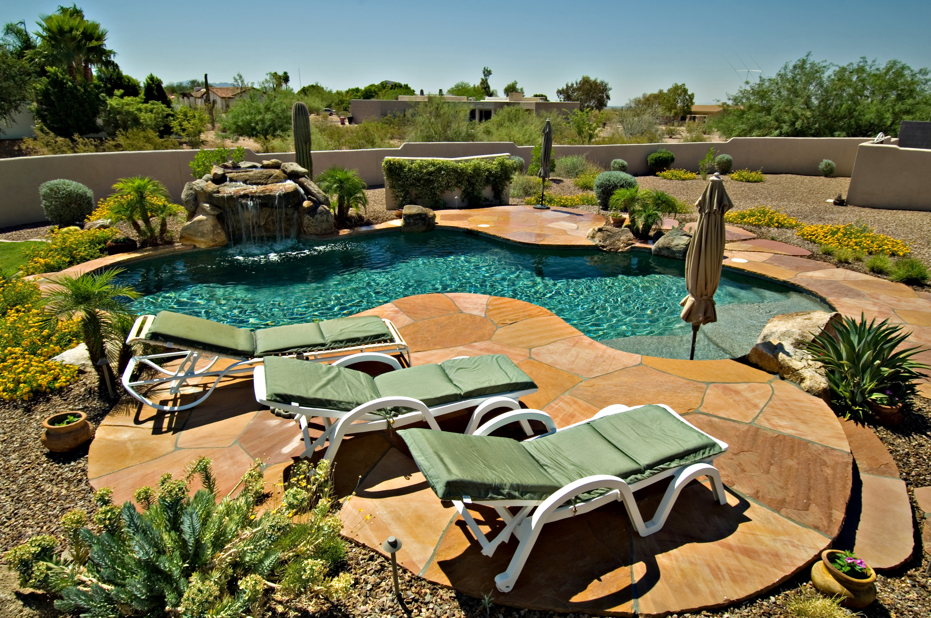 Backyard Pool Landscaping Ideas | HomesFeed on Backyard Pool Landscape Designs id=13889
