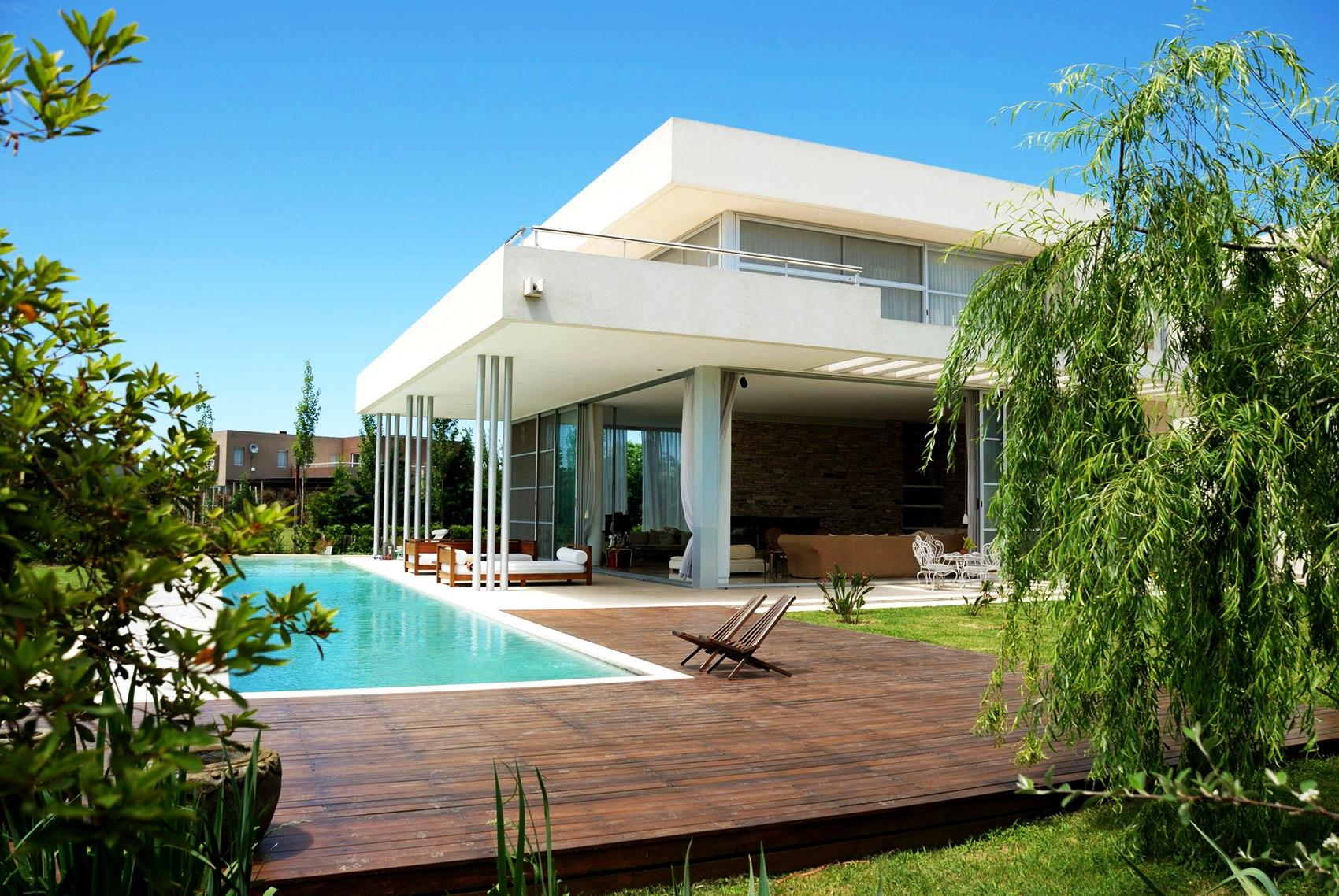 Backyard Pool Landscaping Ideas | HomesFeed on Modern Backyard Ideas With Pool id=75455