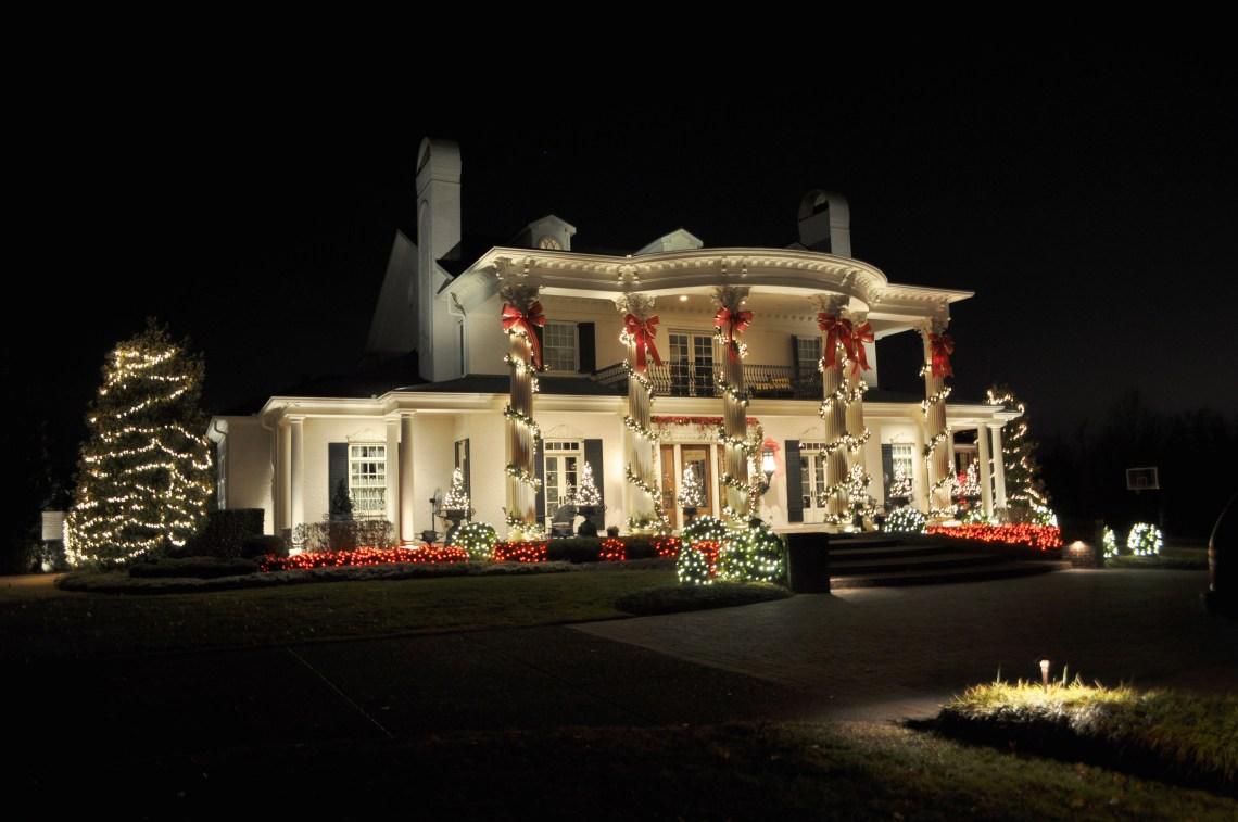 Outside Christmas Lights Ideas - HomesFeed