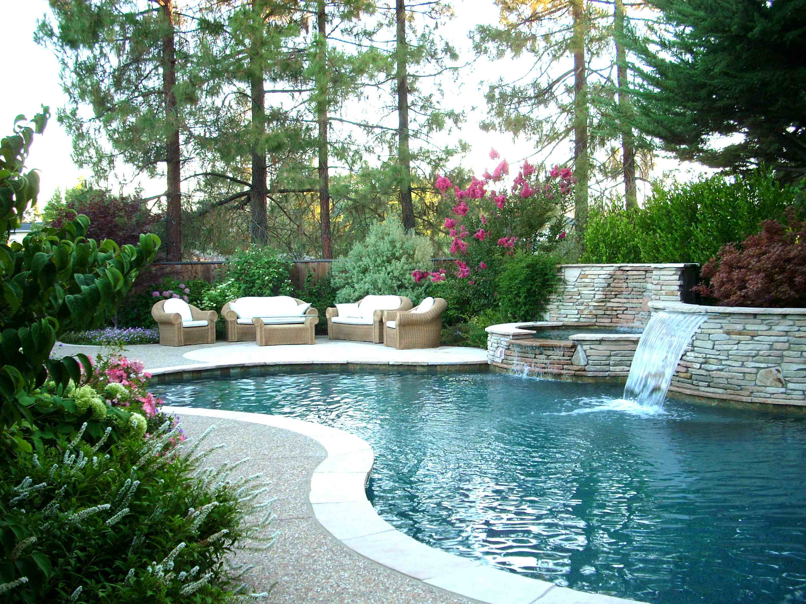 Backyard Pool Landscaping Ideas | HomesFeed on Backyard Pool Landscape Designs id=30581