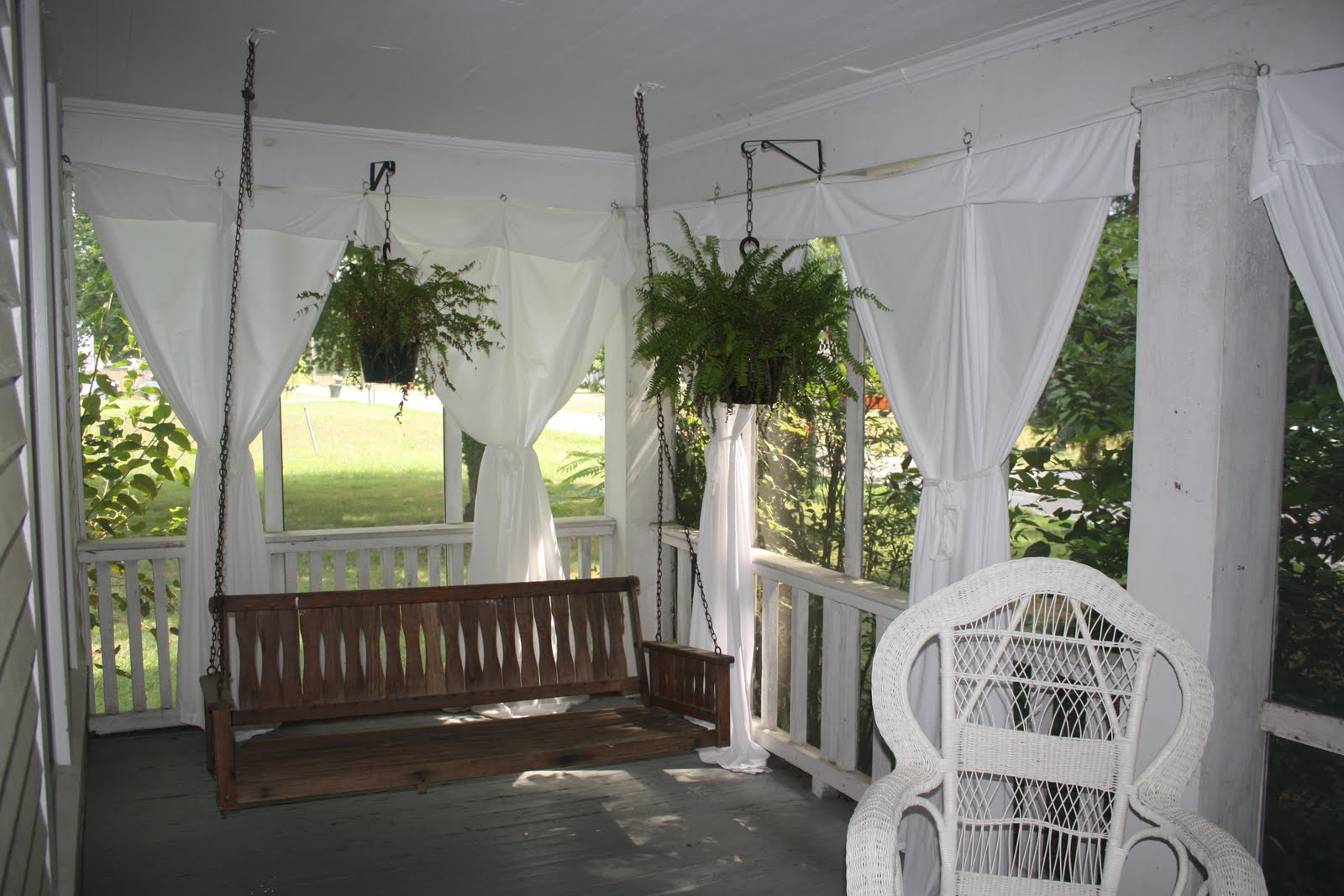 Create A Dramatic Look to Your Patio with the Outdoor ... on White Patio Ideas id=62654
