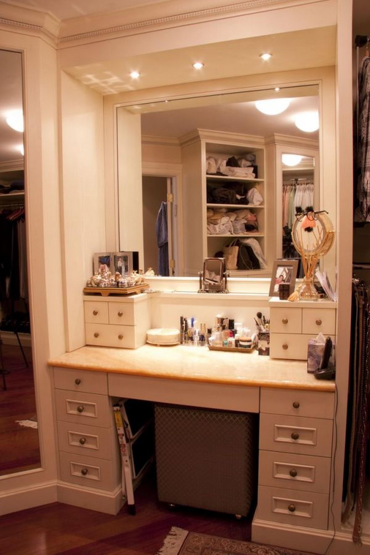 Makeup Vanity Table with Lights - HomesFeed on Makeup Bedroom  id=71494